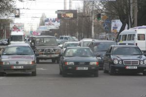 Traffic in Bishkek courtesy of http://gdb.rferl.org/E2FF03B5-1BF2-4161-9E17-6EEE7ED2D9B1_mw1024_n_s.jpg